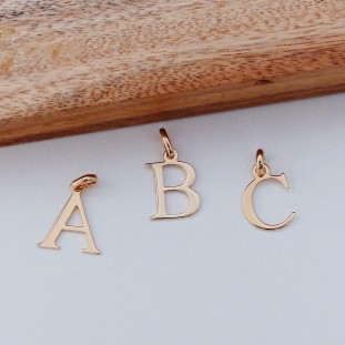 GOLD-PLATED PENDANT LETTER