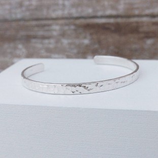 BERLIOSE HAMMERED SILVER BANGLE