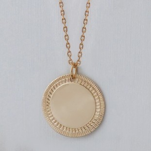TO ENGRAVE ETHNIC MEDAL CLASSIC CHAIN GOLD-PLATED NECKLACE