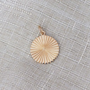 GOLD-PLATED RIBBED SUN PENDANT